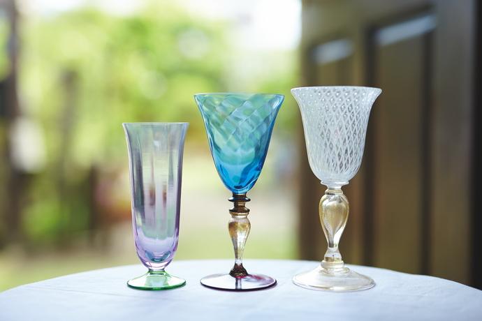 左から、ピーチグリーングラス 17,600円〜、ナソングラス 20,350円〜、気泡グラス 52,800円〜、